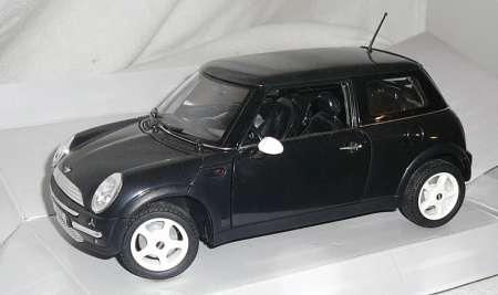 Mini Cooper in schwarz aus Kunstoff 203314487