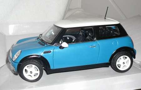 Mini Cooper in blau mit weißem Dach aus Kunstoff 203314487