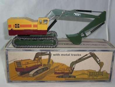 H 40 mit Metallketten und grüner Schaufel