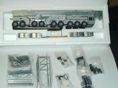 Autokran AC 1600 als Kit unlackiert