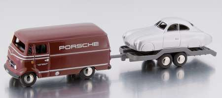 Benz L319 Katsten in dunkel rot mit Hänger und Typ 64 Porsche in silber