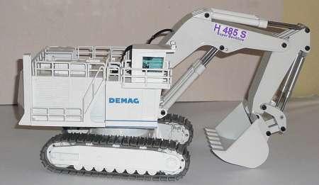 H 485 S in weiß mit Unikata Tieflöffel umgebaut (ohne Karton/without box)