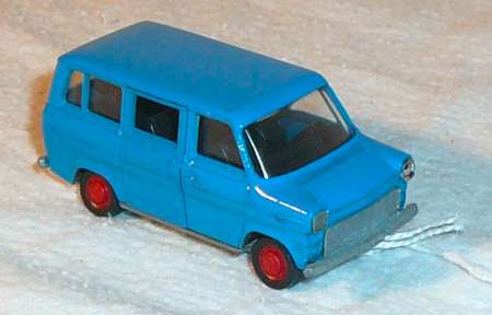 Transit in blau N° 317913 Typ Bus 75 PS 120 km/h