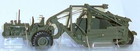 Super C mit Carryall LP scraper U.S. Arma in grün