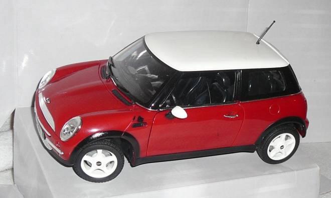 Mini Cooper in rot mit weißem Dach aus Kunstoff 203314487