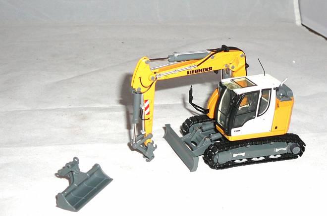 R914 Compact Excavator Update  Tier IV Emission Standard