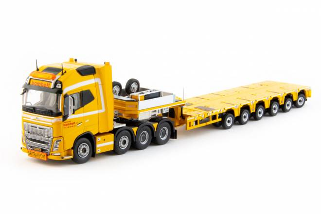 FH04 Globetrotter XL 8x4 with Nooteboom MCO-PX 6 axle