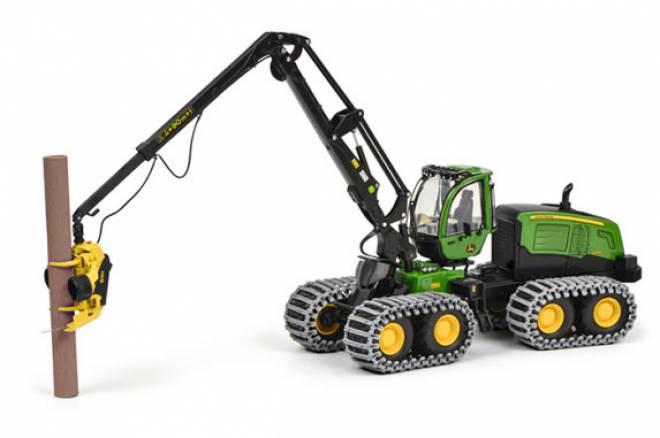 Harvester 1270G 8W mit Baumstamm