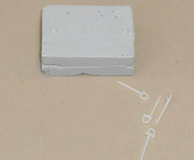 Beton Ballastgewicht 1 Stück Ballastgewicht Beton-Nachbildung mit Kranösen ca. 45 x 33 x 12 mm Material ist Resin
