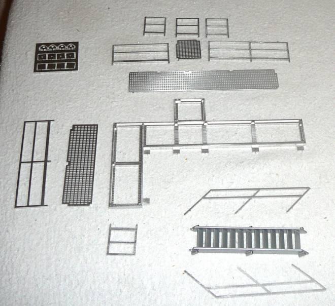Rahmen mit Treppe, Geländer und Laufsteg einzeln aus Metall