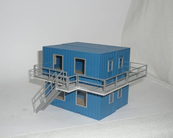 Wohncontainer 4er block besteht aus 4 Containern 2 Laufstege   und eine Treppe