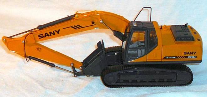SY215C-8 mit Tieflöffel