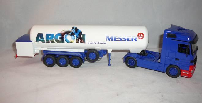 2achs Zugmaschine mit 3achs Tankauflieger T 285 für tiefgekühlte verflüssigte Gase