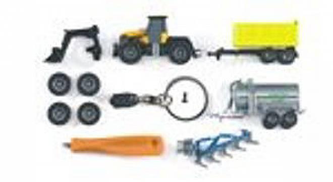 Fastrac 3220 mit Schlüsselkette und Schraubendreher, und Anhänger
