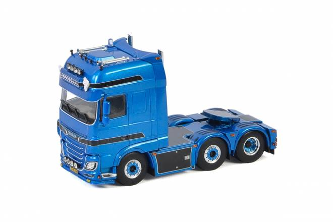 XF SUPER SPACE CAB MY2017 6X2 TWINSTEER New