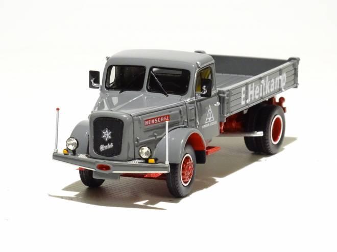 HS 140 mit Kipper 4x2