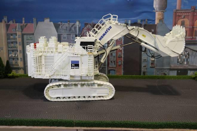 PC 8000-11  Diesel mit Hochlöffel