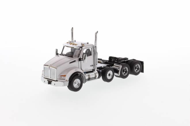 T880 SBFA DayCab Pusher-Axle Tandem Tractor - Metallic white cab