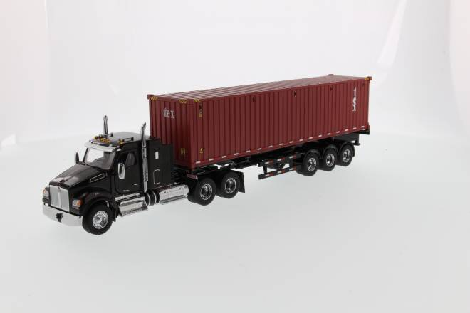 T880 SFFA Sleeper Tandem Tractor black w/ 40' sea container