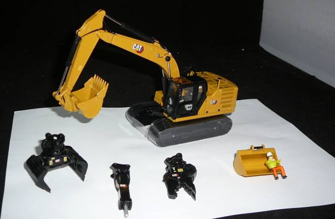 323 Hydraulic Excavator with 4 work-tools Next Gen