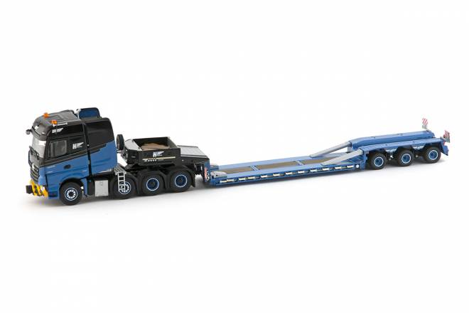 Arocs Bigspace 8x4 with Goldhofer 3 axle low loader