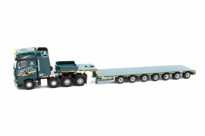 Actros Gigaspace 8x4 with Nooteboom MCO121-07V