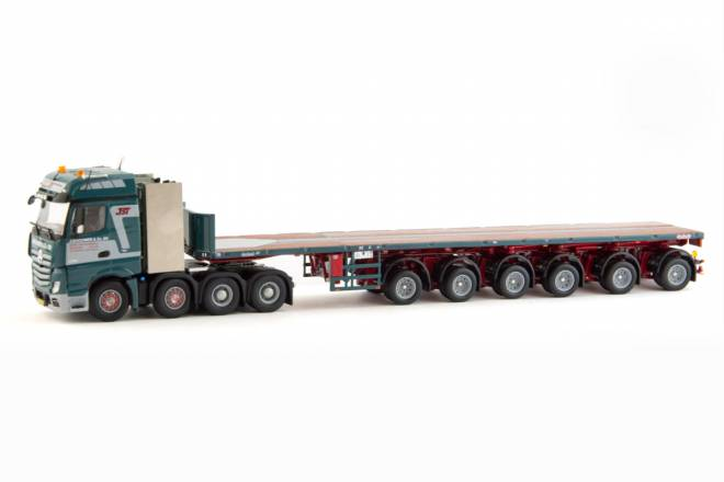 Actros Bigspace 8x4 with Nooteboom