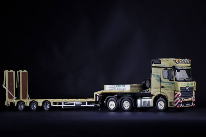 Benz Actros GigaSpace 6x4 with Nooteboom MCOS Semi Low Loader 3achs