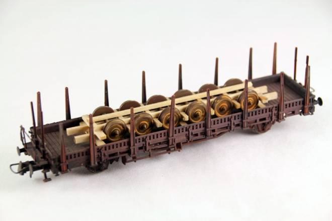 alte Eisenbahnachsen alte Radsätze im Holzladegestell Länge: 110 mm