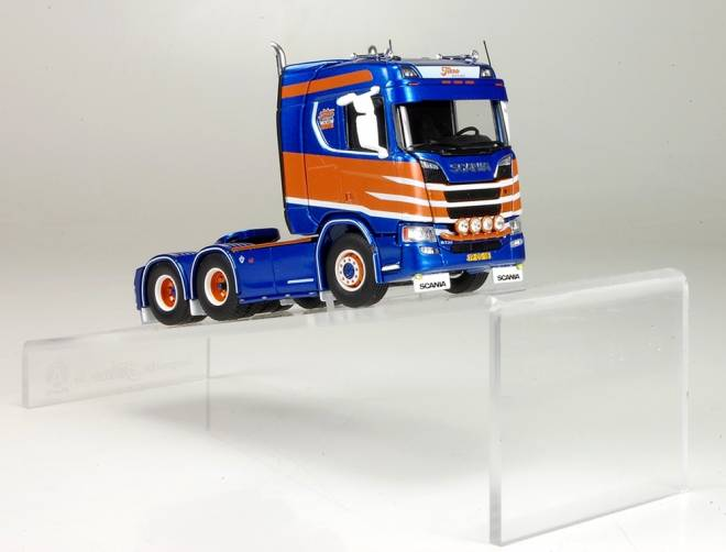 Display hillramp for tractor/truck