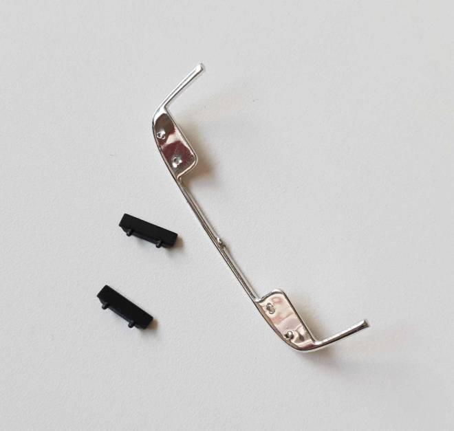Volvo FH04 Lowbar Chrom mit Schmutzfängern