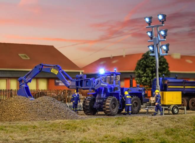 THW ZL1801 mit beleuchtetem Arbeitsscheinwerfer-ersetzt 48455