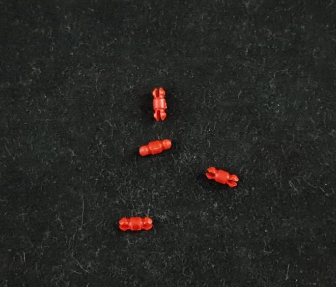 4 mal Rote Pins 245,276