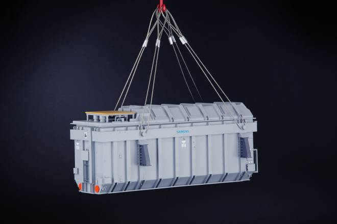 Heavy Transformer mit  Lifting Cables